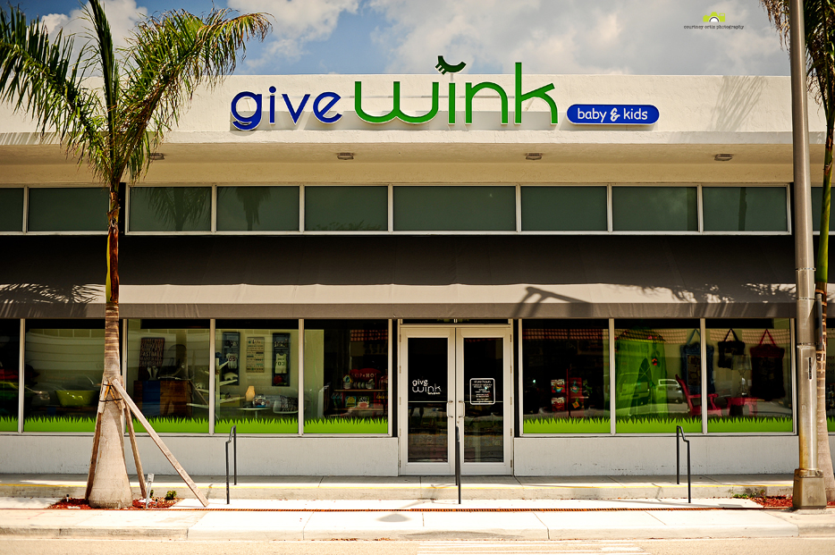 Give_wink_1